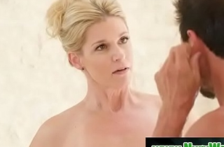 Blonde milf prepare say no to client be required of massage - India Summer &amp_ Tommy Gunn