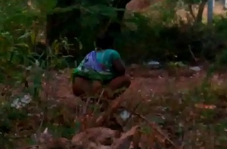 Indian maid aunty peeing outdoor-2