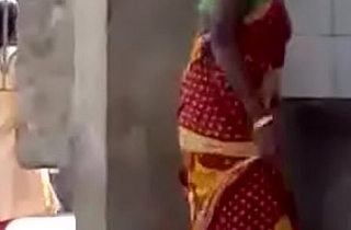 Sexy indian aunty exposing say no to nude body