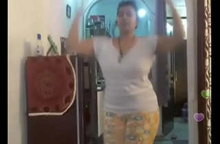 Hot desi indian bhabi shaking her sexi bore andboobs on bigo live...2